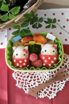 I wish someone would fix me some lunch like this sometimes! Hello kitty onigiri