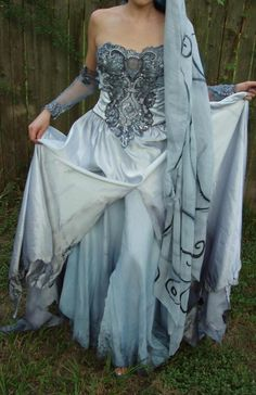 Wow - Pretty sure this is the animated Corpse Bride wedding dress in real life. Fan-freaking-tastic