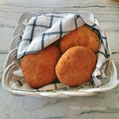 Find all kinds of fun & easy diy décor projects for the home, recipes, healthy eating tips and craft project too! Three Little, Multigrain, Healthy Eating Tips, Quick Bread, Cool Diy Projects, Buns, Tarts, Breads, Easy Diy