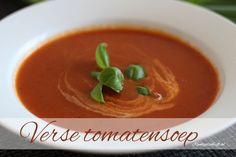 Deze verse tomatensoep maak je in een handomdraai. Niks geen pakje of zakje gebruiken voor deze tomatensoep maar gewoon super lekkere verse tomatensoep, met of zonder balletjes, wat jij wil. Het tomaten seizoen loopt van ongeveer mei/juni tot en met aug/sept en dan is het een ideaal moment om lekkere verse tomatensoep te maken …