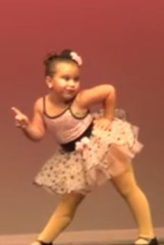 6-Year-Old Girl Brings Down The House With Sassy Aretha Franklin Dance...this is priceless!  Don't miss a moment of this adorable little girl's talent and personality...