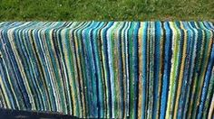 Henkilön Kangaspuut kuva. Rag Rugs, Weaving Projects, Recycled Fabric, Woven Rug, Carpets, Recycling, Outdoor Blanket, Quilting, Learning