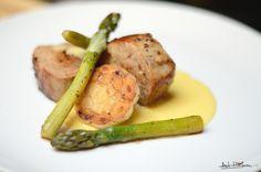 Pork tenderloin, garlic, asparagus and tangerine emulsion