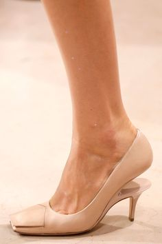 Maison Martin Margiela Spring 2014 RTW - Details - Fashion Week - Runway, Fashion Shows and Collections - Vogue
