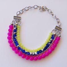 Collar cristales de colores.