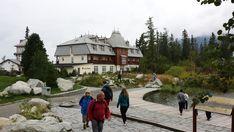 Jeseň na Štrbskom Plese očarí výhľadmi a pohodou Jeseň je jedným z najkrajších období na túry po Vysokých Tatrách. Predovšetkým babie leto tu má neopakovateľné čaro. Preto je ideálnou základňou na vysokohorskú turistiku Hotel Solisko ležiaci priamo na brehu Štrbského Plesa. Či už sa vyberiete na Kriváň, Rysy, Ostrvu, alebo len tak nakrátko na Solisko, k vodopádu Skok, na Jamské alebo Popradské Pleso, všade je relatívne blízko. www.hotelsolisko.sk Relax, Mansions, House Styles, Ale, Home Decor, Decoration Home, Manor Houses, Room Decor, Villas