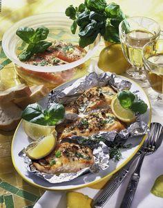 Unser beliebtes Rezept für Gegrillter Lachs in Knoblauch-Zitronensaft-Marinade und mehr als 55.000 weitere kostenlose Rezepte auf http://LECKER.de.