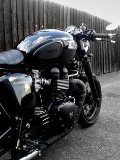 50 shades of Black – 2010 Bonneville Black