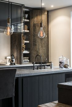 Make Your Home Shine With These Industrial Farmhouse Design Tips It may be that you have never done much with your personal living space because you feel you do not know enough about interior design. Industrial Kitchen Design, Design Your Kitchen, Best Kitchen Designs, Kitchen Interior, Kitchen Ideas, Slots Decoration, Cocinas Kitchen, Granite Kitchen, Kitchen Appliances