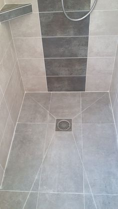 Kleiner duschraum Roll-in shower floor Roll-in shower floor How To Choose A Tool Box Yo Bathroom Tile Designs, Bathroom Design Small, Bathroom Layout, Bathroom Interior Design, Modern Bathroom, Narrow Bathroom, Master Bathroom, Bathroom Ideas, Bad Inspiration