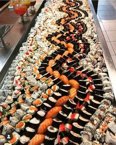 via Hit like if you want to eat all this awesome sushi! via Hit like if you want to eat all this awesome sushi! Cute Food, I Love Food, Yummy Food, Sushi Buffet, Sushi Platter, Sushi Love, Sushi Party, Fast Food, Sushi Recipes