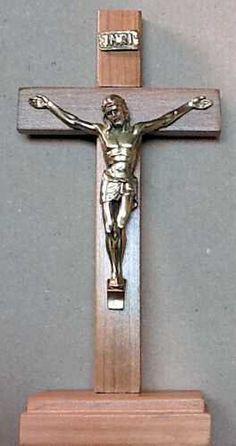 Crucifijo Con Base 19 cms.