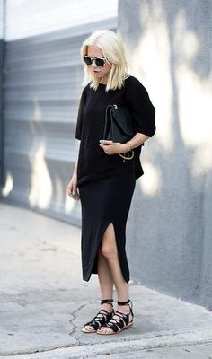 A black sweater is worn with a slit black midi skirt, sunglasses, lace-up sandals, and an oversized black clutch. Look Fashion, Trendy Fashion, Fashion Blogger Style, Fashion Outfits, Fashion Trends, Fashion Fall, Fashion Advice, Dress Fashion, Fashion Women