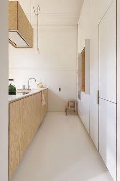 wit   hout   keuken   eiland   modern   strak   design   licht   kastenwand   inspiratie