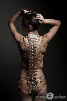This beautiful collection by Jemma Marie McLean, called Skinned Alive the Anatomical Structure is inspired by Leonardo Da Vinci's anatomical drawings.