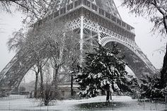 Would love a cup of cocoa in Paris right now.