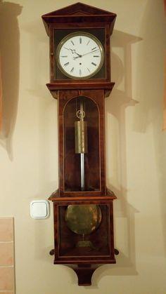 Early Biedermeier wall clock, called Laterndluhr, rose root veneer case-month flight