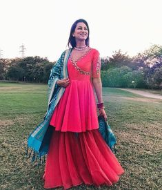 Mehndi Outfit Inspirations for Every Kind of Bride Indian Fashion Dresses, Indian Gowns Dresses, Indian Designer Outfits, Pakistani Dresses, Designer Dresses, Sharara Designs, Kurti Designs Party Wear, Mehndi Dresses Sharara, Sharara Suit