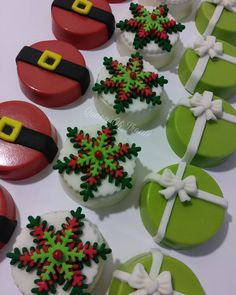 32 Creative Desserts Ideas–Christmas Day's Recipes - Cupcakee Ideen Chocolate Covered Treats, Chocolate Dipped Oreos, Chocolate Covered Strawberries, Chocolate Tarts, Christmas Sweets, Christmas Baking, Christmas Cookies, Christmas Foods, Christmas Cake Pops