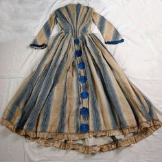 Robe 1843-1847  Dress with blue and beige vertical striped design, wool and silk