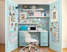 Bureaux gain de place pour petits espaces : dans une armoire ou un placard! (pas forcément tout le bureau dans le placard mais au moins une partie des périphériques)