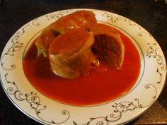 Das perfekte Polnische Kohlrouladen mit Tomatensose-Rezept mit einfacher Schritt-für-Schritt-Anleitung: Den Weißkohl im kochenden Wasser ziehen lassen bis…