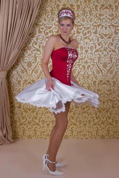 piros menyecske ruha - rakott szoknyával