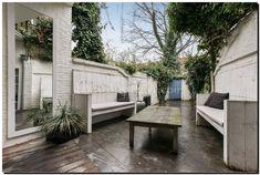 Grote Spiegel Hout : Houten spiegel aan eettafel in veranda tuinspiegel #tuinspiegel
