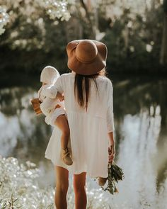 Ideas fashion style photography inspiration boho for 2019 Mama Baby, Mom And Baby, Baby Live, Foto Baby, Baby Family, Family Photos With Baby, Outdoor Family Photos, Fall Family Pictures, Family Life