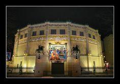 Quand jhabitais à Paris je passais souvent devant le Cirque dHiver jai toujours été admiratif de ce lieu son histoire.  Hier soir jai eu la chance dy faire de la magie pour une entreprise et de découvrir les coulisses de ce lieu magnifique ! Avec #Vivacom #paris #magicien #lovemyjob #ipadmagic #corporateevent #cirquedhiver Tom Le Magicien une animation pour mariage une idée une inspiration pour mariage pour vin d'honneur cocktail repas et dîner de mariage à Lille dans le Nord.