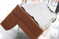 repair furniture How to fix a sagging couch - repair Do It Yourself Furniture, Reupholster Furniture, Furniture Repair, Furniture Makeover, Diy Furniture, Furniture Refinishing, Diy Couch, Couch Cushions, Couch Sofa
