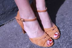 I want a pair!!  Sessun