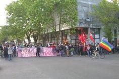 Marcha en La Plata por el femicidio de Amancay Diana Sacayán. Se realizó ayer en La Plata una marcha en pedido de justicia por el femicidio de la reconocida activista trans Amancay Diana Sacayán.  Teresa Martino | Política & Medios, 2015-10-17 http://www.politicaymedios.com.ar/nota/8404/marcha_en_la_plata_por_el_femicidio_de_amancay_diana_sacayan