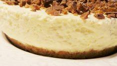 Den här gamla godingen tål att delas igen! Den här cheesecaken är så fantastiskt god så tungan krullar sig. En av mina absoluta favorit-cheesecakes. Den är dessutom enkel att göra och ALLA som smakar den tycker den är gudomlig!  RECEPT: 20 st digestivekex 100gr smör Fyllning: 5st gelatinblad 2