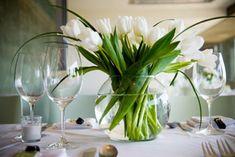 Creative Tulip Dining Table Centerpiece Ideas - Home Design and Decoration Tulip Wedding, Wedding Reception Flowers, Wedding Flower Arrangements, Floral Arrangements, Lily Wedding, Green Wedding, Table Arrangements, Wedding Receptions, Autumn Wedding