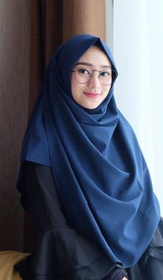 New Glasses Girl Fashion Outfit Ideas - Brille Niqab Fashion, Muslim Fashion, Girl Fashion, Fashion Outfits, Casual Hijab Outfit, Hijab Chic, Hijab Dress, Beautiful Hijab Girl, Beautiful Muslim Women