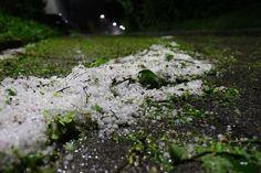 Für den Dienstag sind in Salzburg heftige Unwetter vorhergesagt. Im Pinzgau, Pongau und Lungau kracht es bereits, hier gehen auch zahlreiche Blitze nieder. Mit starken Regen und Gewitter ist im Laufe des Nachmittags aber im ganzen Bundesland zu rechnen.