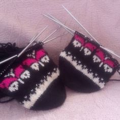Happy markets to all # butterfly # dowryshopping – Knitting News Knitted Gloves, Eminem, Diy And Crafts, Butterfly, Knitting, Crochet, Happy, Instagram, Youtube