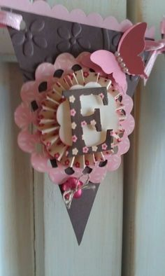 """An """"E""""for my sis.how to: banner (using stampin up pennant die); cute embossing on the pennant Cricut Banner, Diy Banner, Paper Banners, Pennant Banners, Paper Rosettes, Mini Albums, Paper Crafts, Diy Crafts, Bunting Garland"""