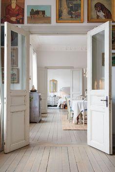 Swedish Decor Inspiration for Small Apartment - The Urban Interior Double Doors Interior, Interior And Exterior, Simple Interior, Interior Doors, Scandinavian Doors, Painted Hardwood Floors, Plywood Floors, Painted Wood, Laminate Flooring