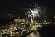 Beat the holiday stress with these simple party ideas for your next Christmas gathering or NYE bash. Celebration Around The World, New Year Celebration, Whats Open, Sweden News, New Years Eve Fireworks, Federal Holiday, Holiday Stress, New Year's Eve Celebrations, Party Time