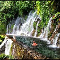 Chorros de la Calera, Juayua, El Salvador. Hay muchas pozas como éste en El Salvador. Algo divertido para toda la familia.