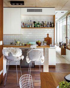 """441 Me gusta, 4 comentarios - Revista Living (@revistalivingarg) en Instagram: """"Almuerzo en una casa que se funde con la luz y el verde que la rodean, para ir palpitando el fin de…"""""""