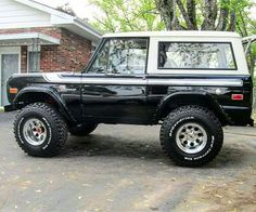 Love old broncs. Too bad ford eliminated this body style. Old Ford Bronco, Bronco Truck, Early Bronco, Jeep Truck, 4x4 Trucks, Cool Trucks, Diesel Trucks, Lifted Trucks, Bronco Ii