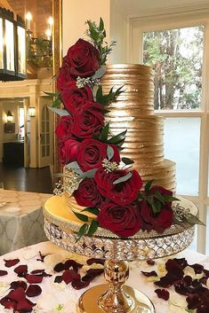 Gold Wedding Cakes metallic wedding cake gold wedding cake cakecreationsbym - Metallic wedding cake will look luxurious on a holiday of any subject. Gold, silver and glittering elements are perfectly combined with any color range and style. Metallic Wedding Cakes, Wedding Cake Red, Amazing Wedding Cakes, Wedding Cakes With Cupcakes, Unique Wedding Cakes, Wedding Cake Designs, Wedding Desserts, Wedding Themes, Wedding Decorations