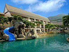 #푸켓 까타비치 센타라 까타 리조트 푸켓 2017년10월31일까지 스패셜 프로모션 출시 되었습니다.. 착한가격으로 리조트 예약을 원하시는 분들은 2017년04월30일까지 미리 예약해주셔야 됩니다.. #Centara Kata Resort Phuket E- Promotion Special 호텔 위치는 까따비치에서 가장 유명한 클럽메드 호텔 정문 맞은편 삼거리에 호텔이 있습니다.. 호텔 위치 좋으며 주변에 편위점 맛사지샵 로컬식당 은행등 다양하게 있습니다... 호텔에서 까따비치 리조트 까지는 도보로 10분이면 가실수 있습니다.. 호텔 자체를 여러번 리노베이션했기 때문에 가격대비 룸 컨디션 수영장시설 잘되어있습니다... 수영장에 미니 워터 슬라이드 그리고 월풀 자쿠지까지 설치되어 있어서 아이들이랑 가족여행시 편안하고 좋습니다.. 따끈~따끈한 프로모션 타이푸켓 푸켓 타운준 알려드립니다^^