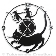 One of the most original Cat clock of the market with the Mistigri model designed by Tolonensis Creation for a funny wall decoration