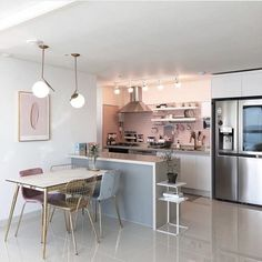 Home decoration In general, the overall design is not wrong! But good design usually requires excellent design. Kitchen Interior, Interior Design Living Room, Kitchen Decor, Interior Decorating, Kitchen Chairs, Casa Top, Deco Design, Home And Deco, Home And Living