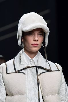Fendi Fall 2019 Ready-to-Wear Fashion Show Details: See detail photos for Fendi Fall 2019 Ready-to-Wear collection. Look 60 Fall Winter, Autumn, White Aesthetic, Womens Flats, Fendi, Ready To Wear, Fashion Show, Vogue, Menswear