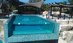 Paredes de metacrilato para piscinas realizadas a medida. Resistentes y seguras. Above Ground Swimming Pools, Outdoor Swimming Pool, Jacuzzi, Spa, Pool Water, Rooftop, Backyard, Indoor, Architecture